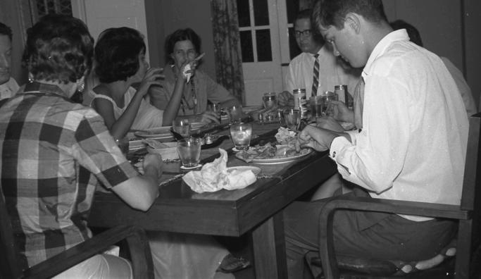 Dinner-party-1.jpeg