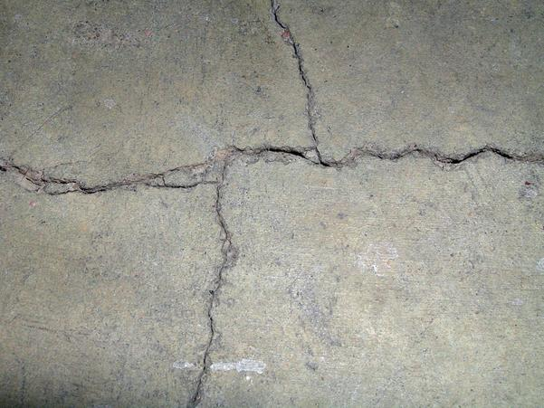 lounge-floor-cracks.3.jpeg