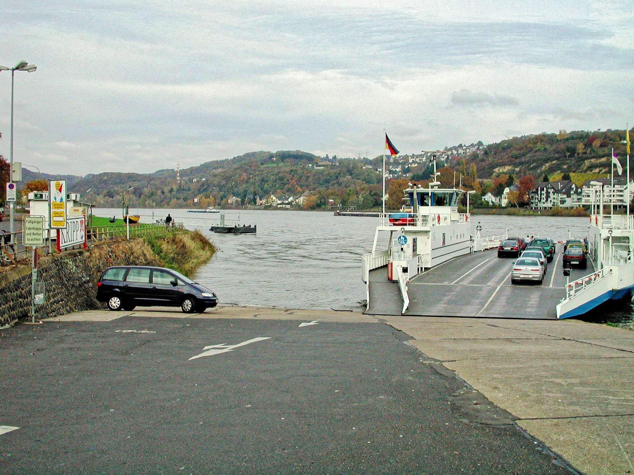 Rhine-ferry-2.jpeg