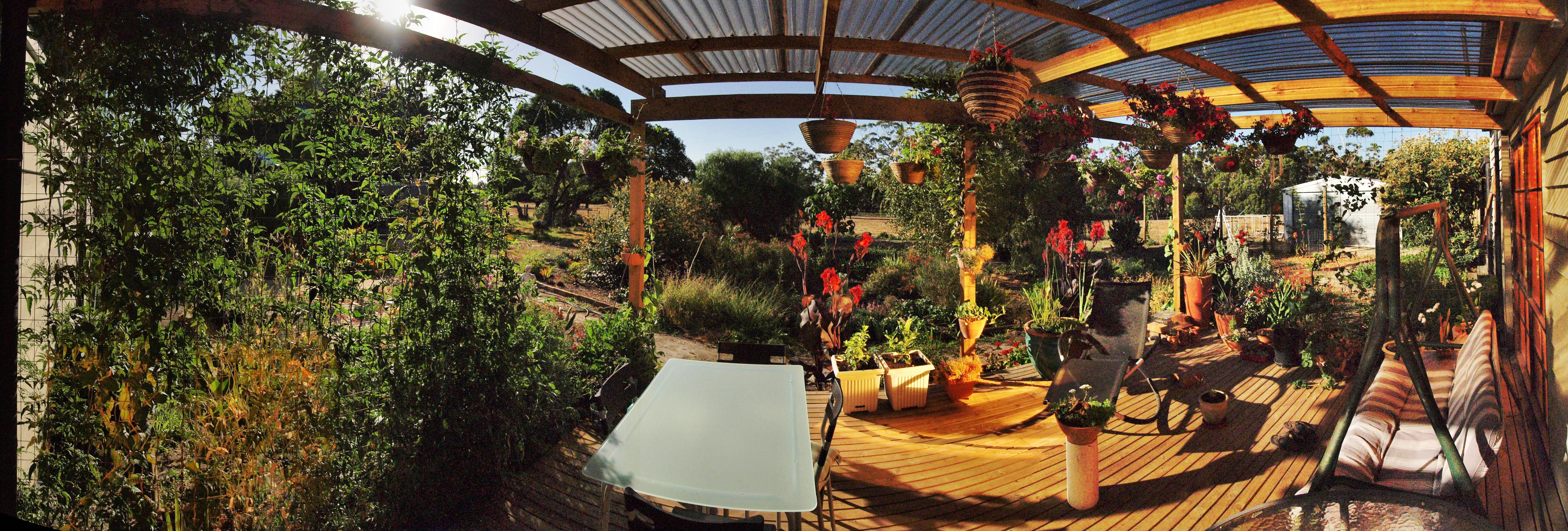Blue-moon-verandah-panorama.jpeg