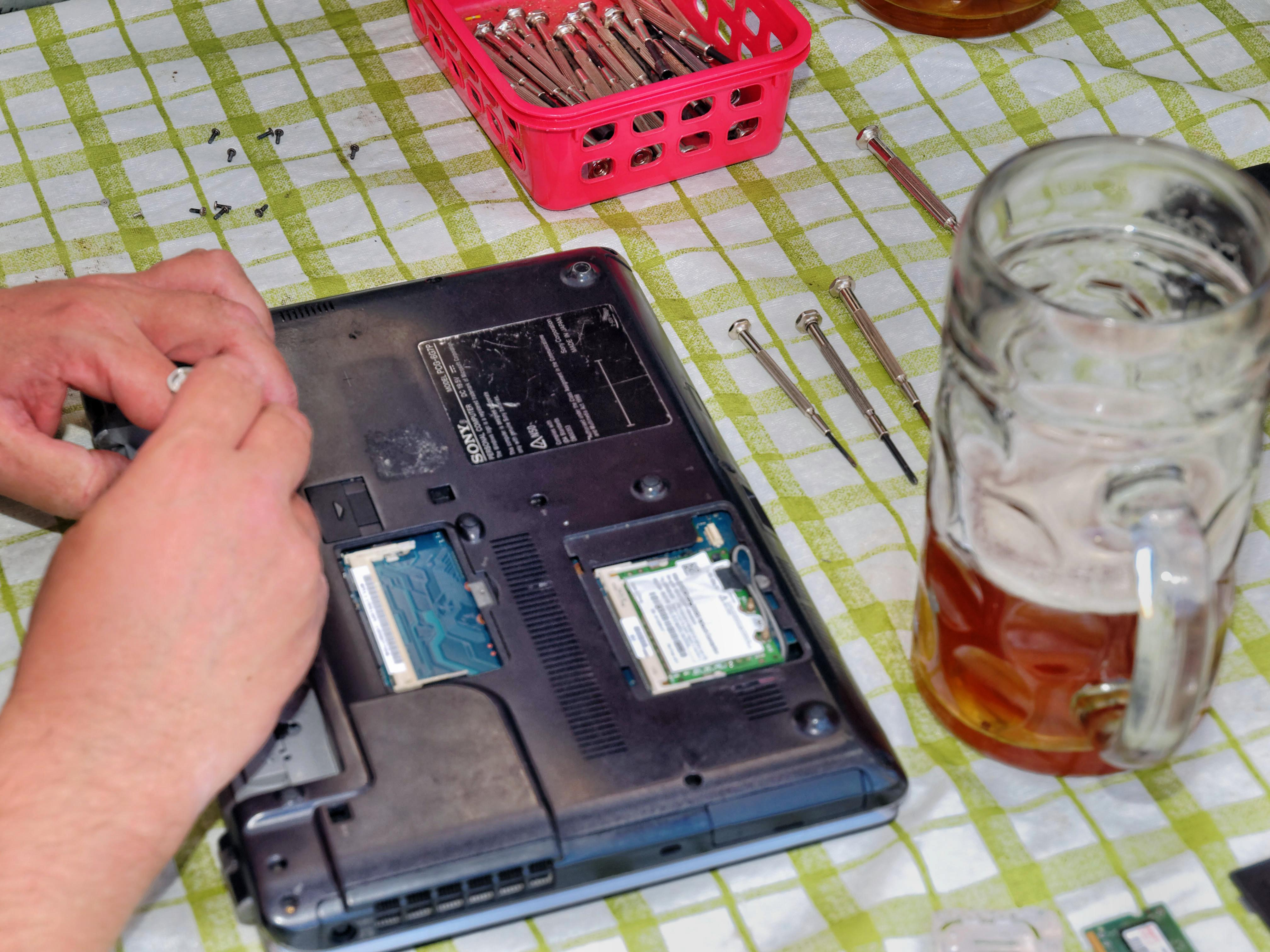 Juha-destroying-Edwins-laptop-4.jpeg