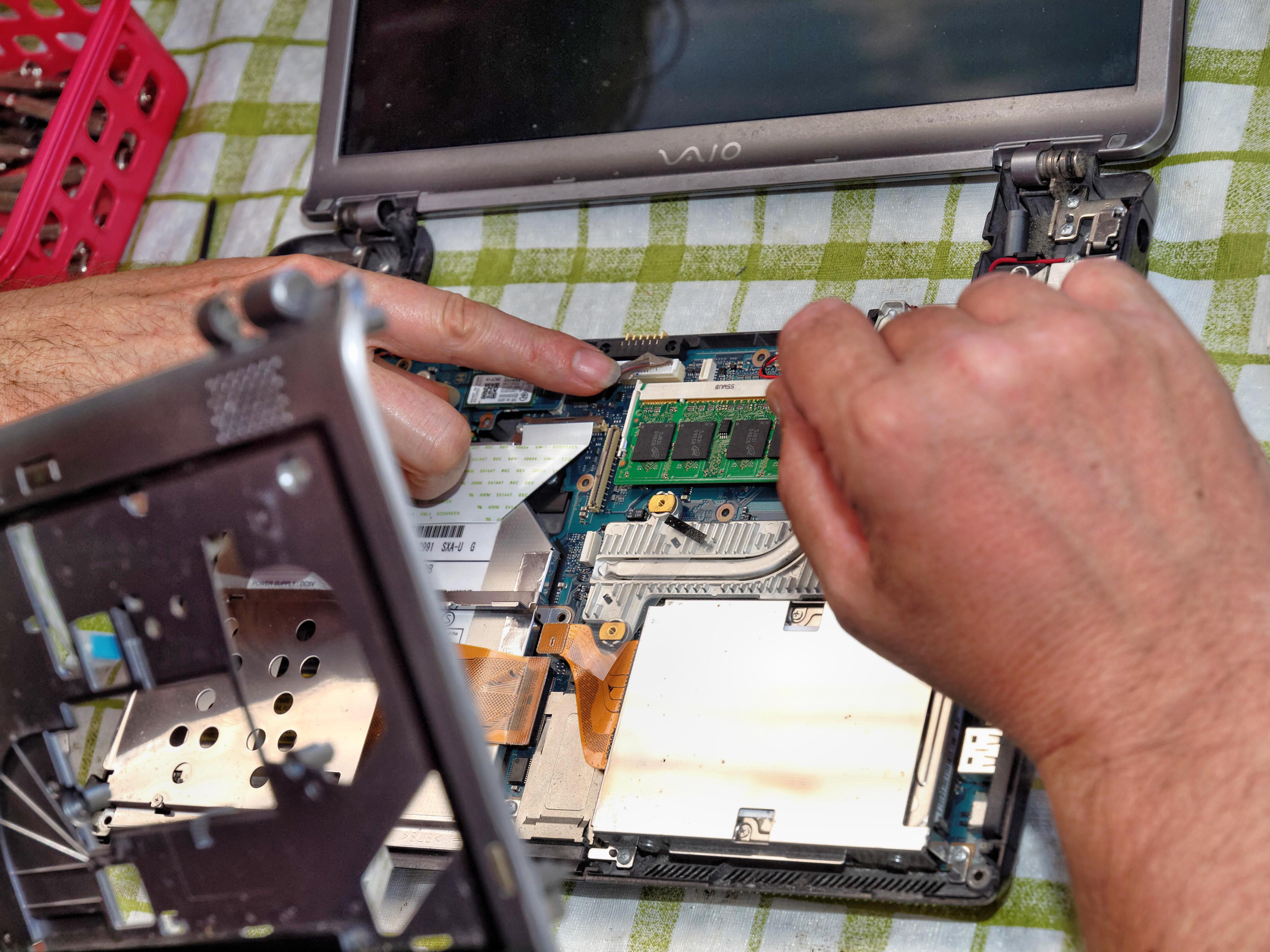 Juha-destroying-Edwins-laptop-9.jpeg