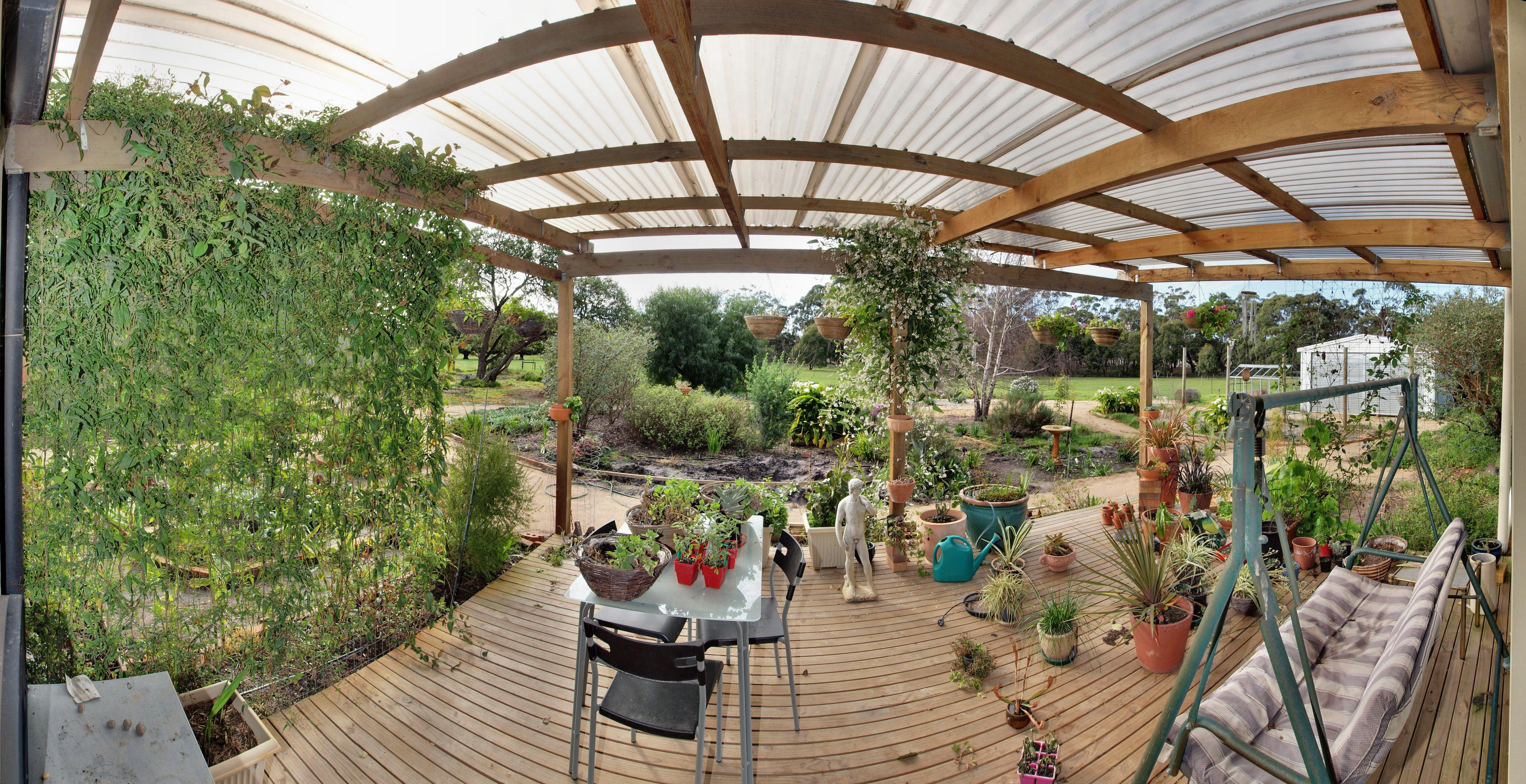 This should be verandah-panorama.jpeg.  Is it missing?