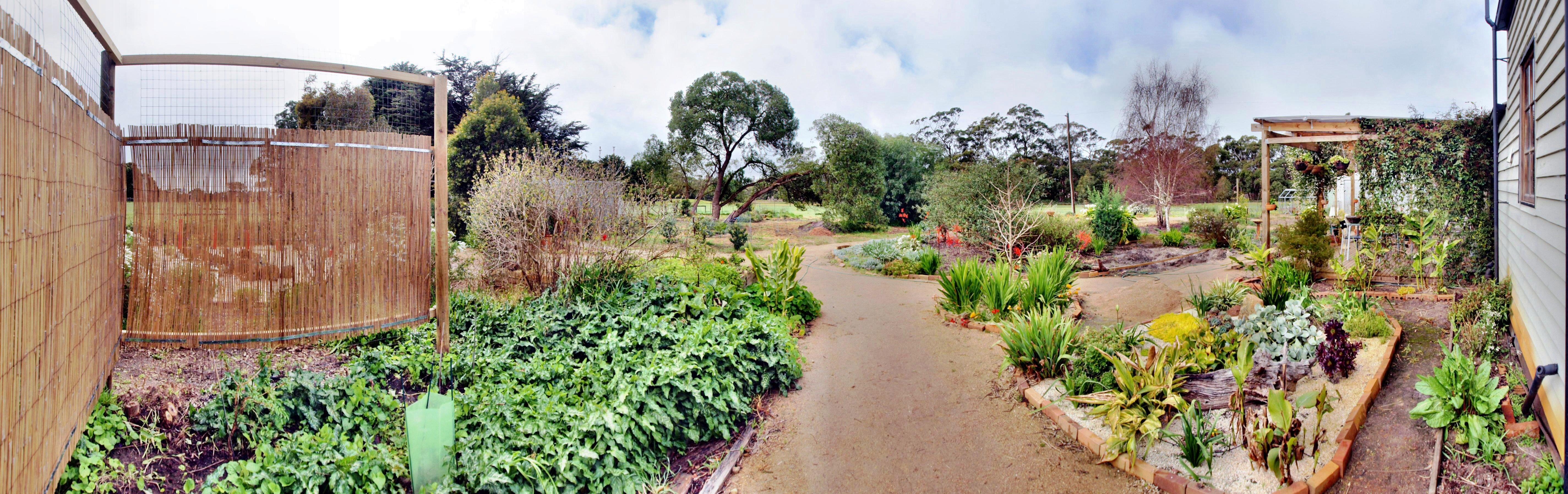 This should be garden-se-panorama.jpeg.  Is it missing?