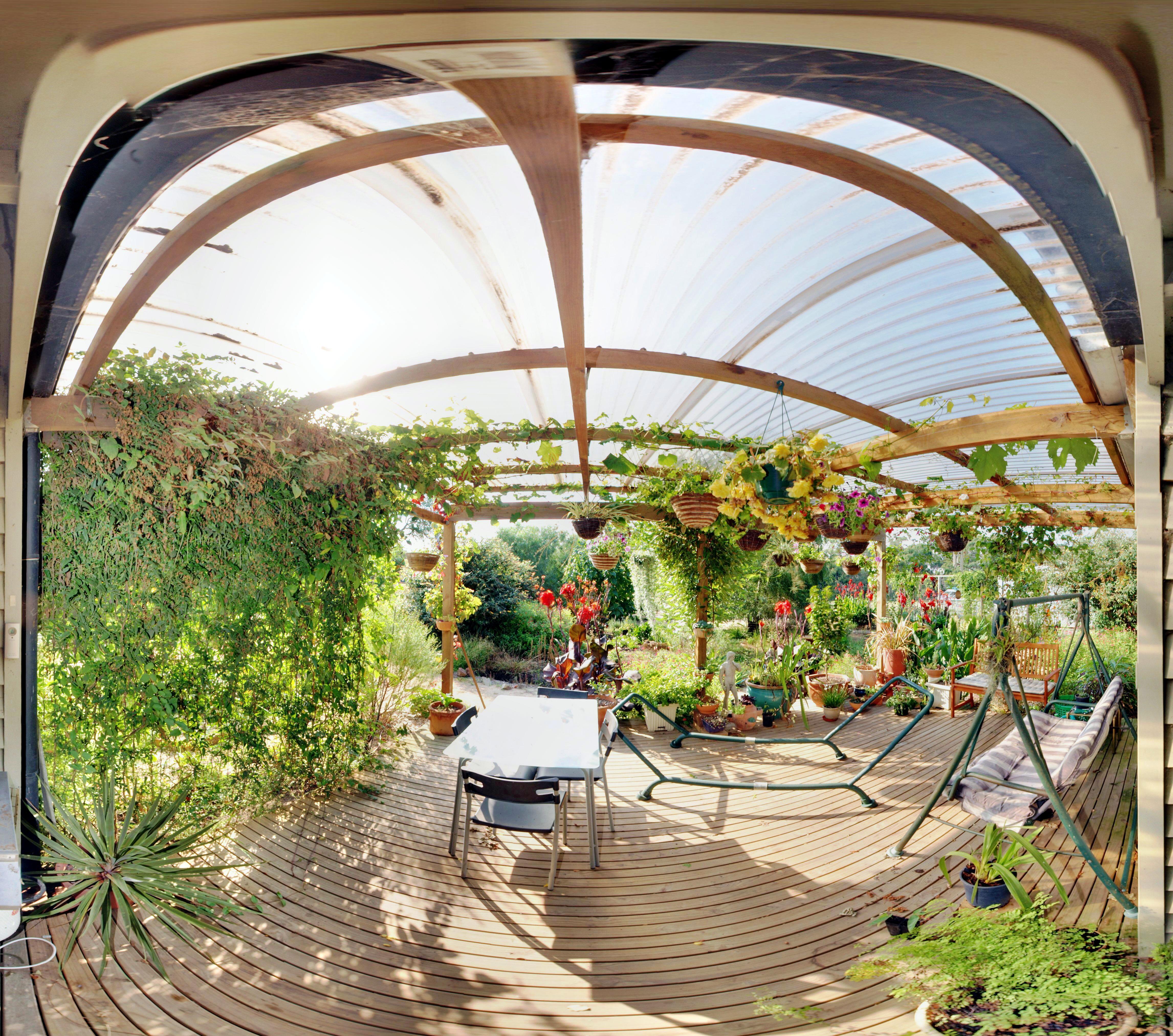 This should be verandah-panorama.jpeg.  Is it missing?