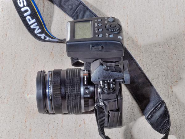 Meike-MK-300-3.jpeg