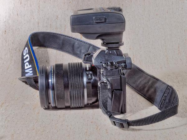 Meike-MK-300-4.jpeg