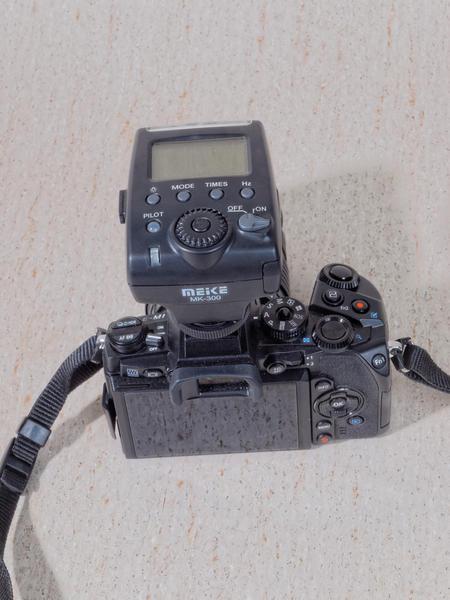 Meike-MK-300-5.jpeg