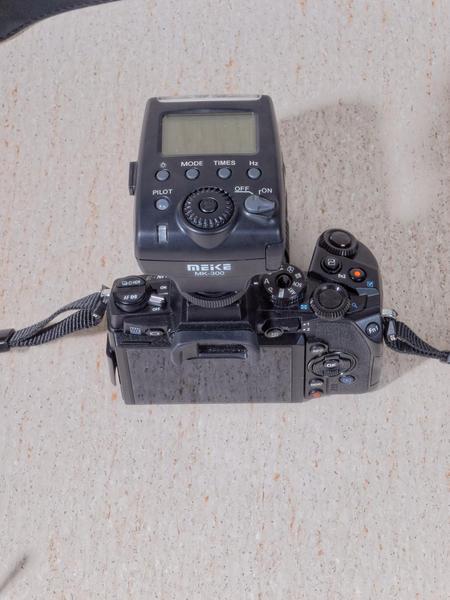Meike-MK-300-6.jpeg