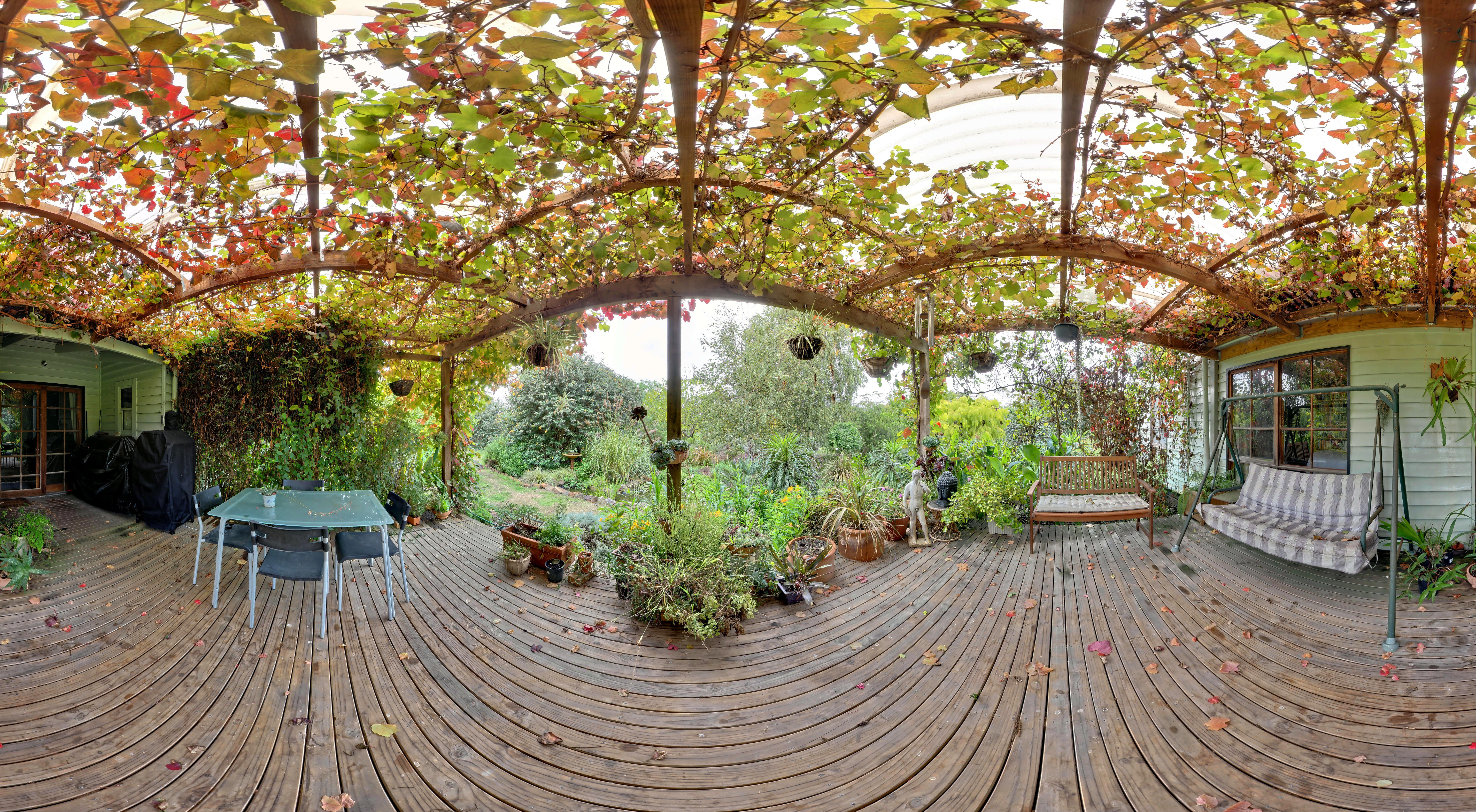 This should be verandah-centre.jpeg.  Is it missing?
