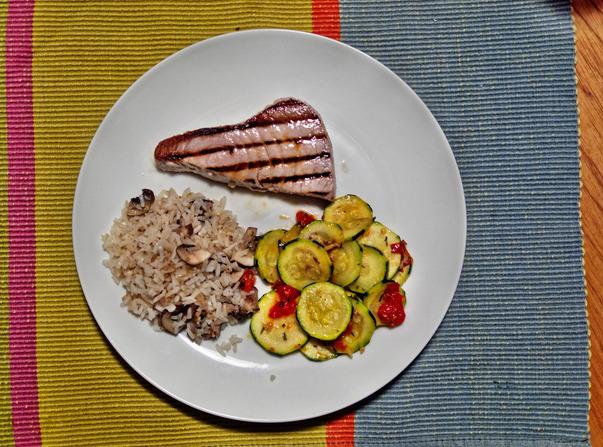 Tuna-with-accompaniments-2.jpeg