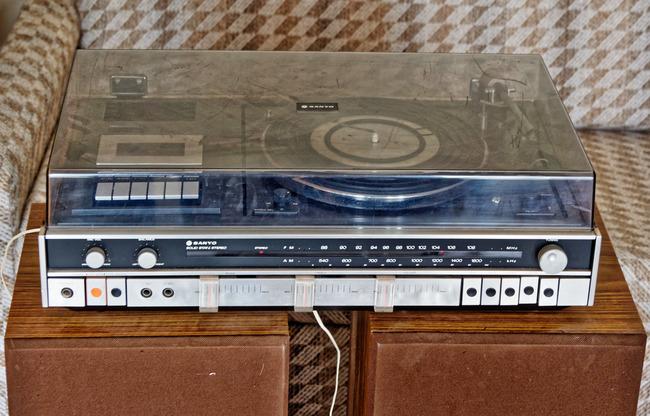 Sanyo-stereo-system-2.jpeg
