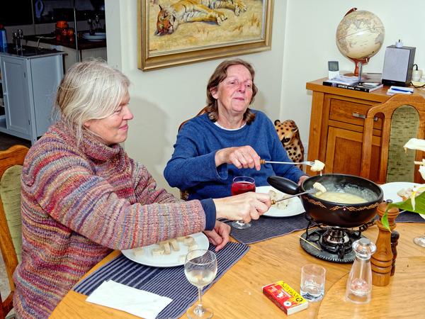Ruth-Yvonne-fondue-4.jpeg