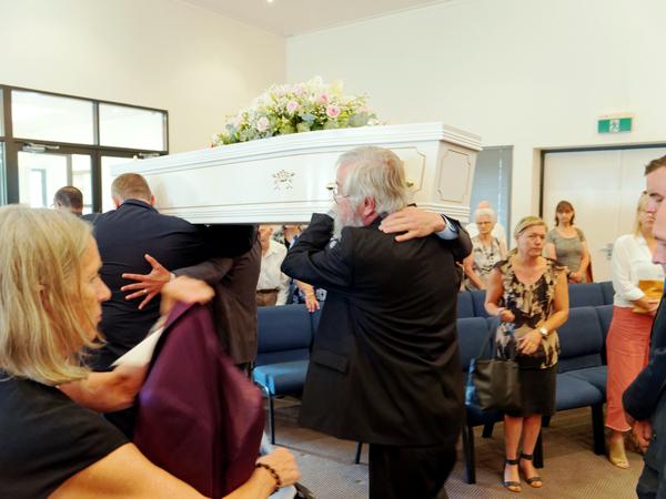 Funeral-27.jpeg