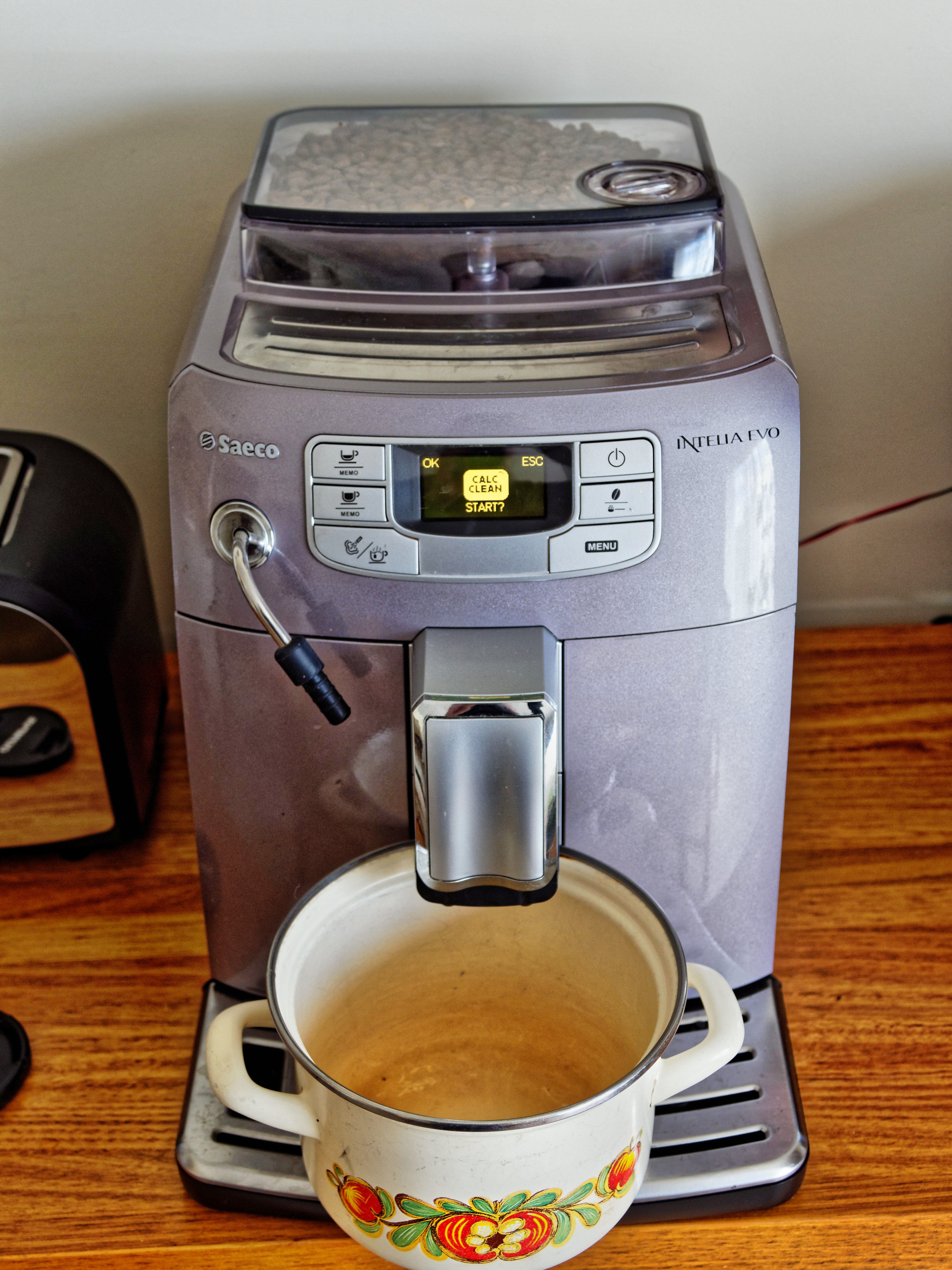 Descaling-coffee-machine-3.jpeg