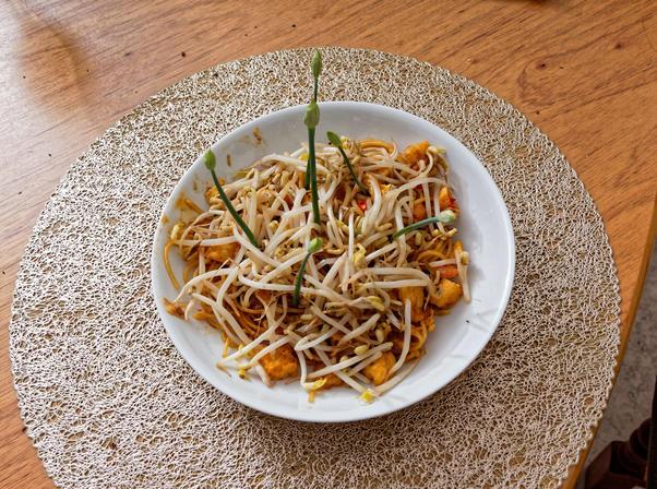 Phat-Thai-with-garlic-chive-flowers-3.jpeg