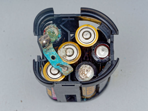 Mecablitz-45-CL-1-batteries-1.jpeg