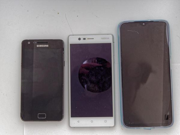 Phone-size-comparison-1.jpeg